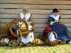 Working in the shade (topcat_angel) Tags: englishcivilwar chilternopenairmuseum canonpowershota710is buckinghamshireengland maybankholiday2009 17thcenturyecws livinghistorydisplayshow reenactmentdrillbattleskirmish gentlewomenfolk spinningwoolcottonwood woodenpanelshousecottage