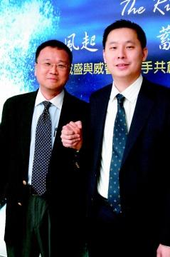 威盛集團昨天舉辦新產品發表會,總經理特助陳主望(右)與威睿電通首席執行長張可(左)攜手合作共創未來。