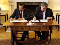 PM and the Sultan of Brunei (Downing Street) Tags: primeminister downingstreet number10 gordonbrown sultanofbrunei bruneigarrisonagreement