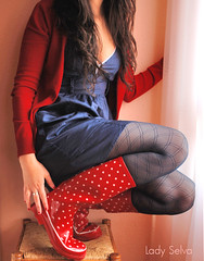 Lunares! (Lady Selva) Tags: blue red selfportrait outfit tights polkadots autorretrato redblue redboots rainboots botasrojas botasdeagua botasdegoma ladyselva botaslunares polkadotsredrainboots