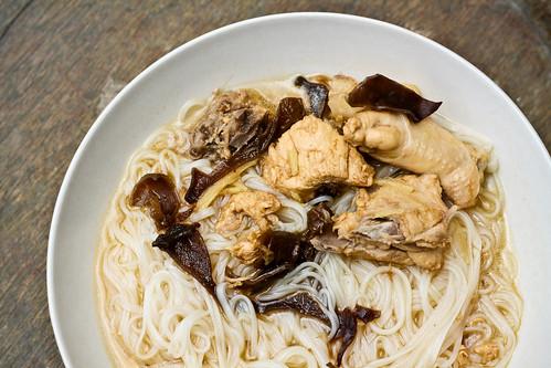 Fuzhou Delights: 鸡酒面线