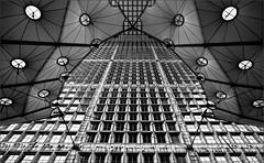 Ventanas (La ventana de Alvaro) Tags: paris ventanas arco ladfense pars oficinas grandearchedelafraternit arcodeladefensa afiaie