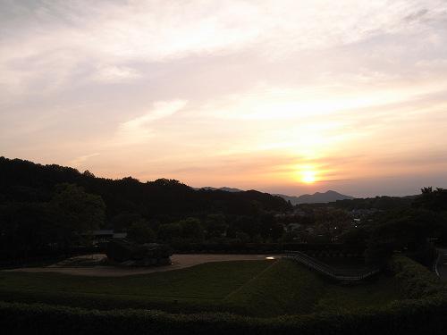 飛鳥の夕日(石舞台古墳)-01