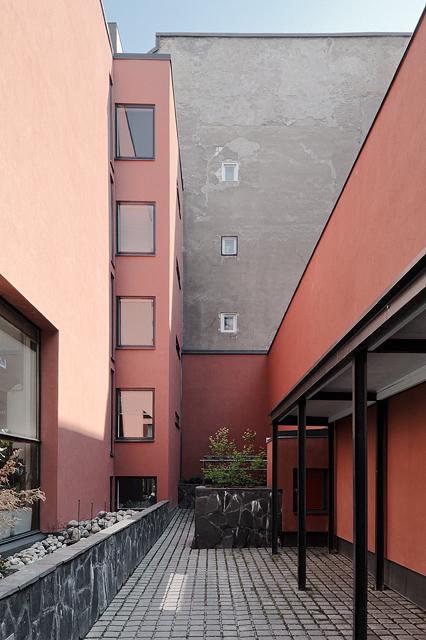 Aparment building U28
