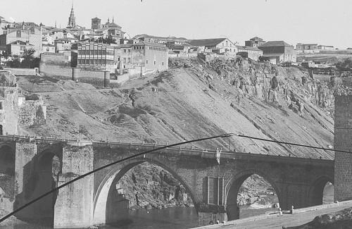 Puente de San Martín a comienzos del siglo XX. Fotografía Rodríguez