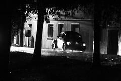 Wolks na chuva, no preto e no branco... (Rubens Nemitz Jr.) Tags: auto old brazil bw lighthouse white black luz ex paran car branco brasil volkswagen iso3200 beetle chuva sigma scene pb preto apo wv porto carro noite luzes rua 70200 pousada f28 madrugada dona cima molhada anti