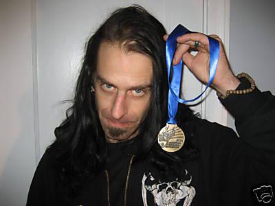 Randy Blythe con su medalla