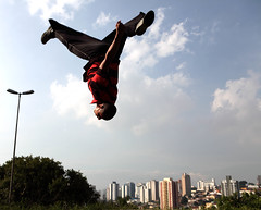 raxaman (Ana Luz) Tags: street city cidade people man guy sport wall fly jump action sopaulo move freerunning leparkour salto rua pulo homem esporte parkour analuz sumar traceurs voltzparkour raxaman