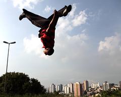 raxaman (Ana Luz) Tags: street city cidade people man guy sport wall fly jump action sãopaulo move freerunning leparkour salto rua pulo homem esporte parkour analuz sumaré traceurs voltzparkour raxaman