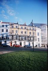 Higgledy-piggledy terrace, Clifton, Bristol (schronker) Tags: bristol kodak portra vivitar clifton vuws