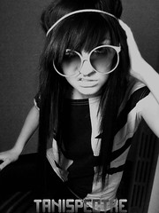 New Avatar (Tani Spectre) Tags: portrait white black sunglasses self emo scene round 80 tani spectre