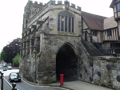 The West Gate and St James's Chapel - Warwick (ell brown) Tags: greatbritain england unitedkingdom chapel medieval postbox warwick warwickshire westgate pillarbox broadst flyingbuttresses redpostbox doriccolumn medievalwalls pointedarches westtower stjamesschapel ribbedvault gradeilistedbuilding gradeilisted lordleycesterhospital ggscott broadstbirmingham eaglefoundry cv34105 messrssmithandhawkes firstfloorchapel westgateandstjamesschapel medievaltowndefences parapetwalks