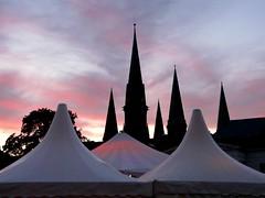 SPITZEN (Lesemaus) Tags: sonnenuntergang kirche türme oldenburg abendrot abendstimmung zelte kirchturmspitze spitzen jubiläum silhouetten freihandaufnahme