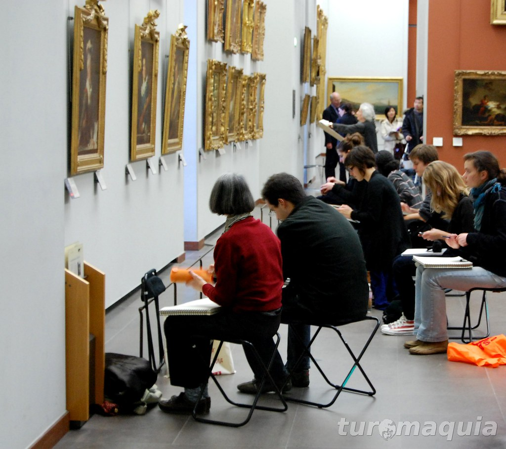 Aula no Museu do Louvre