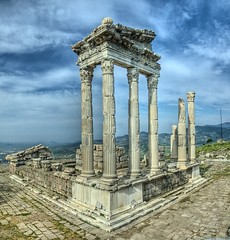 Pergamon Temple of Trajan, Turkey (Nejdet Duzen) Tags: city trip travel history turkey temple ancient trkiye ruin archeology trajan izmir harabe pergamon antik tapnak bergama turkei arkeoloji seyahat templeoftrajan tarih ehir mywinners abigfave theunforgettablepictures nejdetdzen saariysqualitypictures