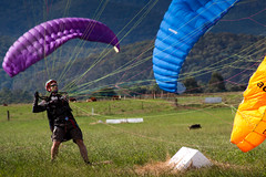 Spiderman (Kieran Campbell) Tags: flying bright australia victoria vic practice paragliding airfield porepunkah