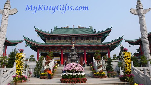 Hello Kitty's View of Main Temple in Hong Kong Orchid Trip