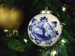 Delft Blue Christmas Ornament (Quistnix!) Tags: christmas blue windmill moulin mühle delft ornament schiphol molen windmolen delftsblauw vindmølle windmühle molinodeviento moinhodevento moulinàvent kerstbal mulinoavento väderkvarn ветрянаямельница ανεμόμυλοσ