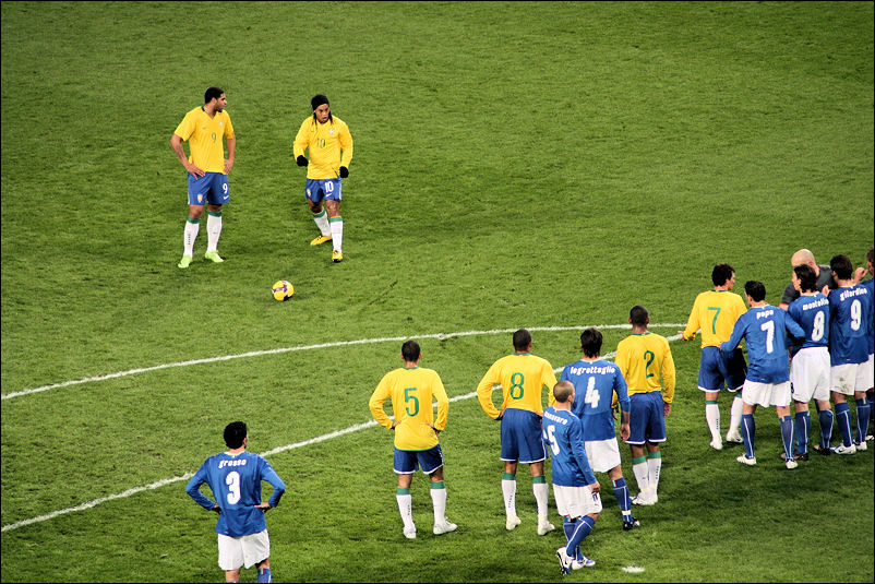 Ronaldinho Lines up for a Free Kick
