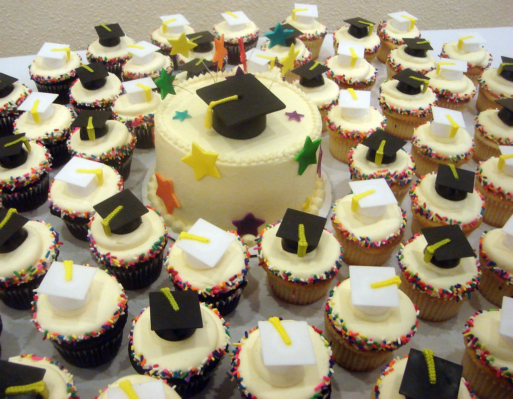 Graduation Cake & Cuppies