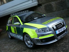 1:18 Irish Ambulance Service - Audi RS4 Rapid Response Car - Front (alan215067code3models) Tags: irish 3 car code ambulance service audi rapid rs4 response 118