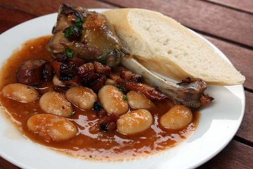 Kampa Group - Kachni confit a fazolovy cassoulet