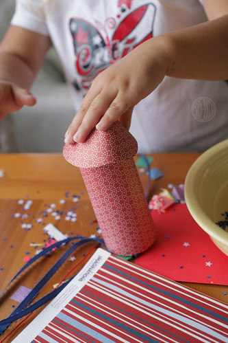 how to attach cone to top of confetti popper