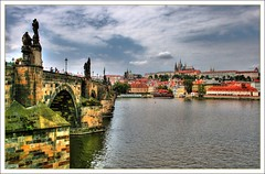 Carlsbrcke und Prager Burg (faca1009) Tags: city bridge water clouds river agua wasser czech prague wolken prag praha tschechien praskhrad hradschin stadt architektur brcke fluss altstadt oldtown moldau pragerburg charlesbrigde carlsbrcke