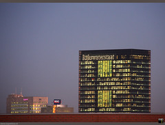 NL/Utrecht/Kanaleneiland (oopsfotos.nl) Tags: winter light sunset holland netherlands architecture lights evening office utrecht thenetherlands officebuildings offices oop kanaleneiland 40d