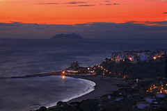 Sperlonga, another view (Giancarlo Mella (OFF)) Tags: camera light sunset sea italy panorama seascape color beach colors clouds digital canon landscape geotagged photography photo sand europe italia tramonto mare colore cielo digitalcamera 28135 28135is acqua rosso colori paesaggi spiaggia lazio citt sabbia sperlonga paese 5o 50d eos50d canoneos50d skycloudssun ultimateshot coloreselettivo goldstaraward giancarlomella