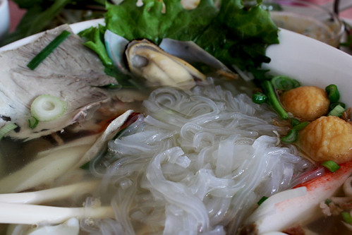 Transparent Noodles with Seafood and Pork