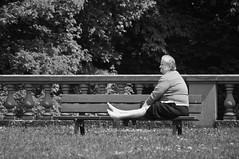 Ten toes (melquiades1898) Tags: bw woman sun germany bench spring nikon hessen meadow wiese bank sw frau sonne darmstadt frhling rosenhhe d90