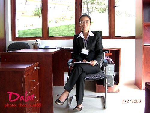 Nguyen cuu thi Hien (phu tra'ch Kinh Doanh) by you.