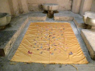 Kimsooja - Mumbai: A Laundry Field