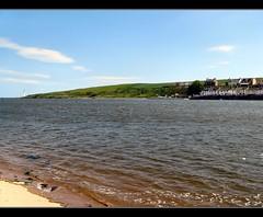 Over To The Other Side (Bricheno) Tags: lighthouse beach river scotland angus escocia montrose beacon szkocja schottland scozia esk cosse ferryden scurdieness southesk riversouthesk  esccia scurdienesslighthouse   bricheno scoia