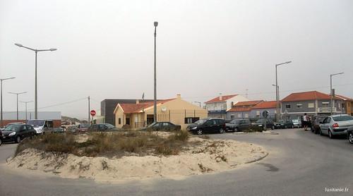Muita areia na praia de Mira, como se pode ver nesta rotunda