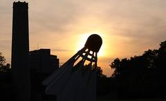 Shuttlecock sunset (EMan Ian) Tags: sunset sculpture art silhouette museum canon 50mm artwork gallery nelson exhibit kansascity kc nelsonatkins shuttlecock kcmo nelsonatkinsmuseumofart canon50mm14 canon5014