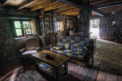 Cabaña de Piedra La Silla de la Reina -Treceño - Cantabria - Salon