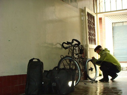 Fixing an unexpected flat on my new rear tyre. Tulcán, Ecuador.