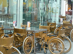 Golden Wheelchairs at theme bar, Clark Quay