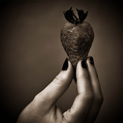 FrAiSe FlIckR (dark f) Tags: portrait france mill fruit dark nikon europe d main f 300 fraise d300