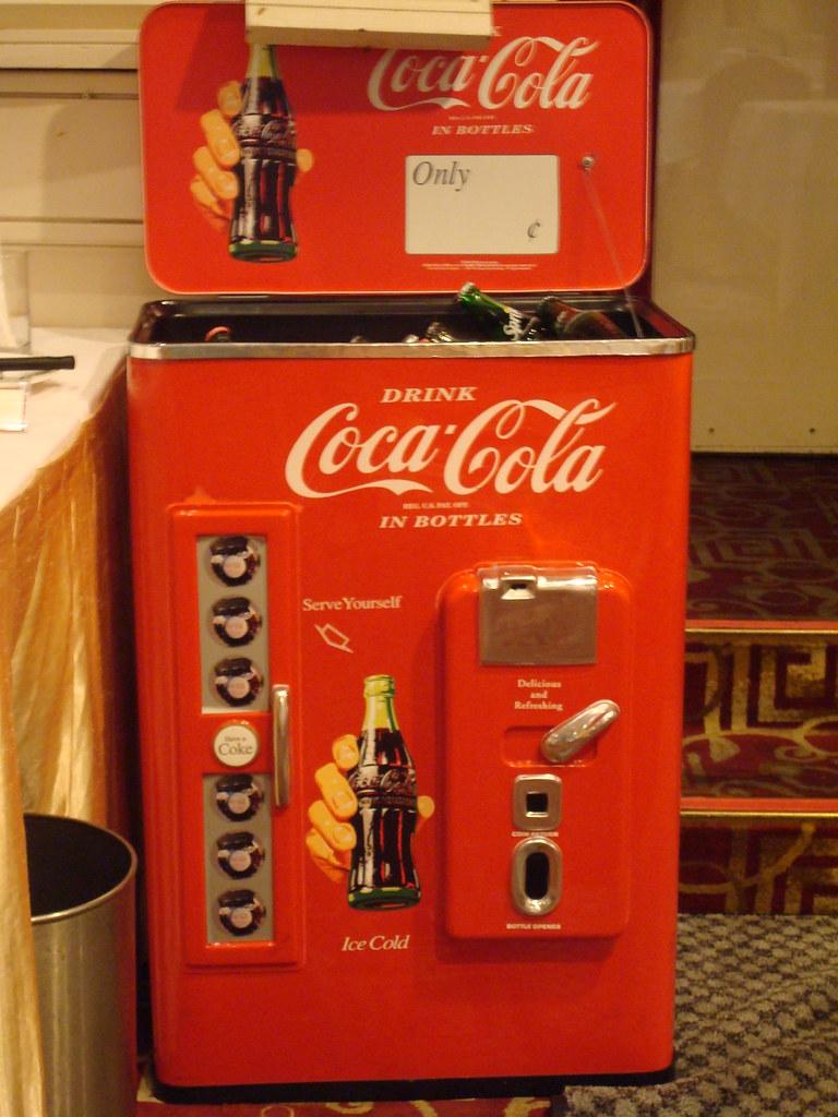 有玻璃罐裝的可樂
