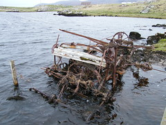 Rusty Binder (DonaldUist) Tags: old wet rust an combine loch harvester uist binder southuist ormiclate torronish