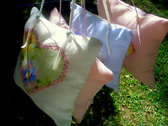 Pegando sol (Casa al mare) Tags: pincushion enfeite sach alfineteiro almofadinha casaalmare almofadaparapendurar
