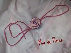 Colar de camurça e fuxico (Mar de flores) Tags: flowers flores fuxico colar yoyo fux tecido croche camurça fuxicos fuxicando crochetando fuxicaria fuxic