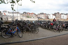 maastricht, city of bikers (Dany Morgens) Tags: holland bike bicycle river cityscape netherland maas fahrrad maastrich niederlande cwd viez cwd1222