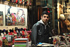Handbag shopkeeper (II) - Grand Bazaar (Istanbul) (Guillermo Fdez) Tags: turkey vendedor grand istanbul purse gran bazaar handbag turquia bazar bolso estambul shopkeeper storekeeper