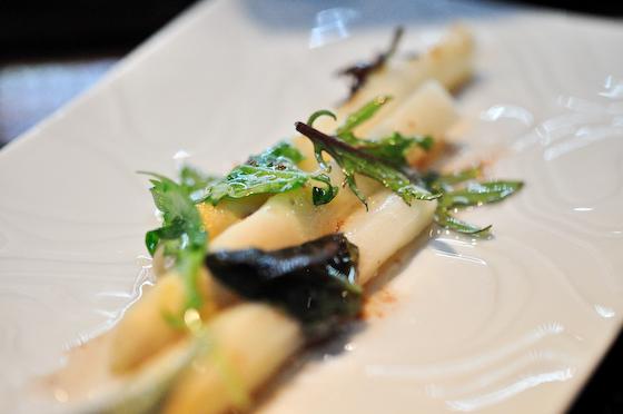 L'Atelier de Joel Robuchon: White asparagus
