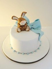 Baby Rabbit (Bettys Sugar Dreams) Tags: blue brown rabbit bunny cake germany deutschland hamburg betty bow christening blau hase taufe torte fondant schleife torten christeningcake hoppel motivtorte tauftorte bettyssugardreams sugardreamsde bettinaschliephakeburchardt