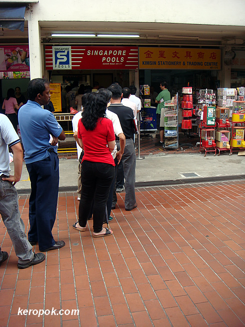 KeropokMan's - Singapore Daily Photo: The Toto queue